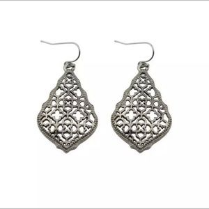 🎁 Gorgeous Graphite Filigree Earrings 🎁 NEW